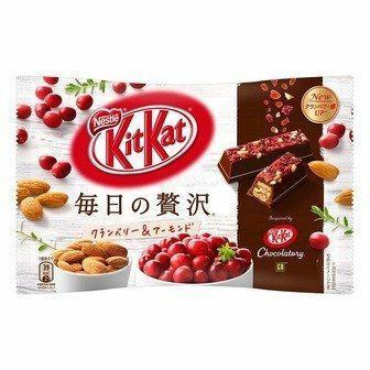 KitKat Daily Luxury - Żurawina i migdały (paczka)