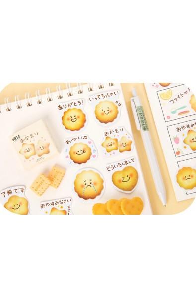Naklejki w pudełeczku z ciastkami i japońskimi napisami